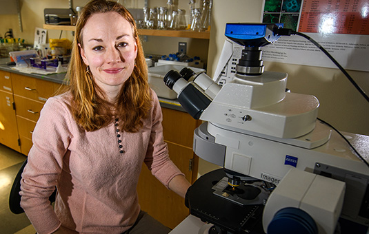 Neva Meyer at microscope