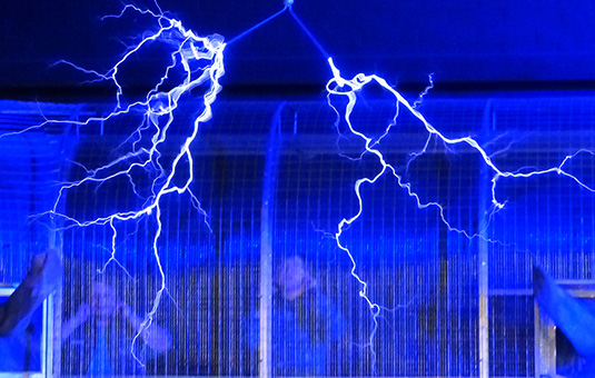 Tesla coil with spark