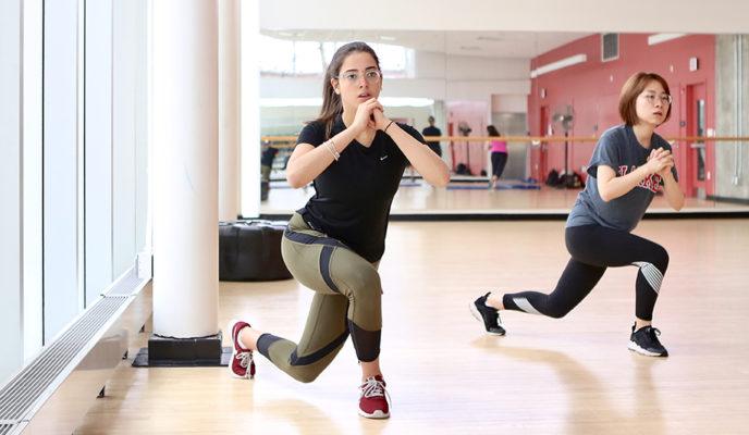 girls in gym getting fit.
