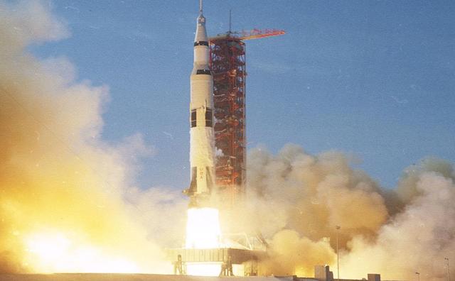 apollo launching rocket