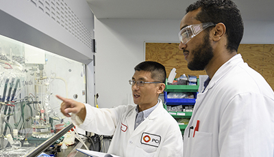 Student and alumnus in chemistry lab