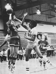 woman basketplayers playing the game