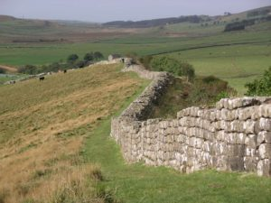 Hadrians_wall_at_Greenhead_Lough