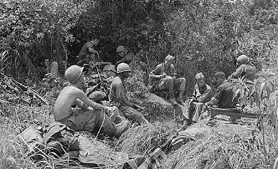 Soldiers are taking a break in the Vietnam War