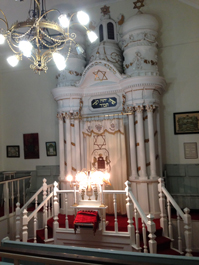 Fox visited this model of a Lithuanian synagogue at the C. P. Nel Museum in Oudtshoorn, South Africa