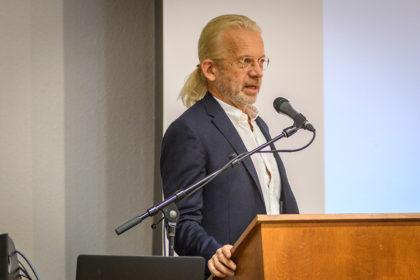 Thomas Kühne, director of the Strassler Center