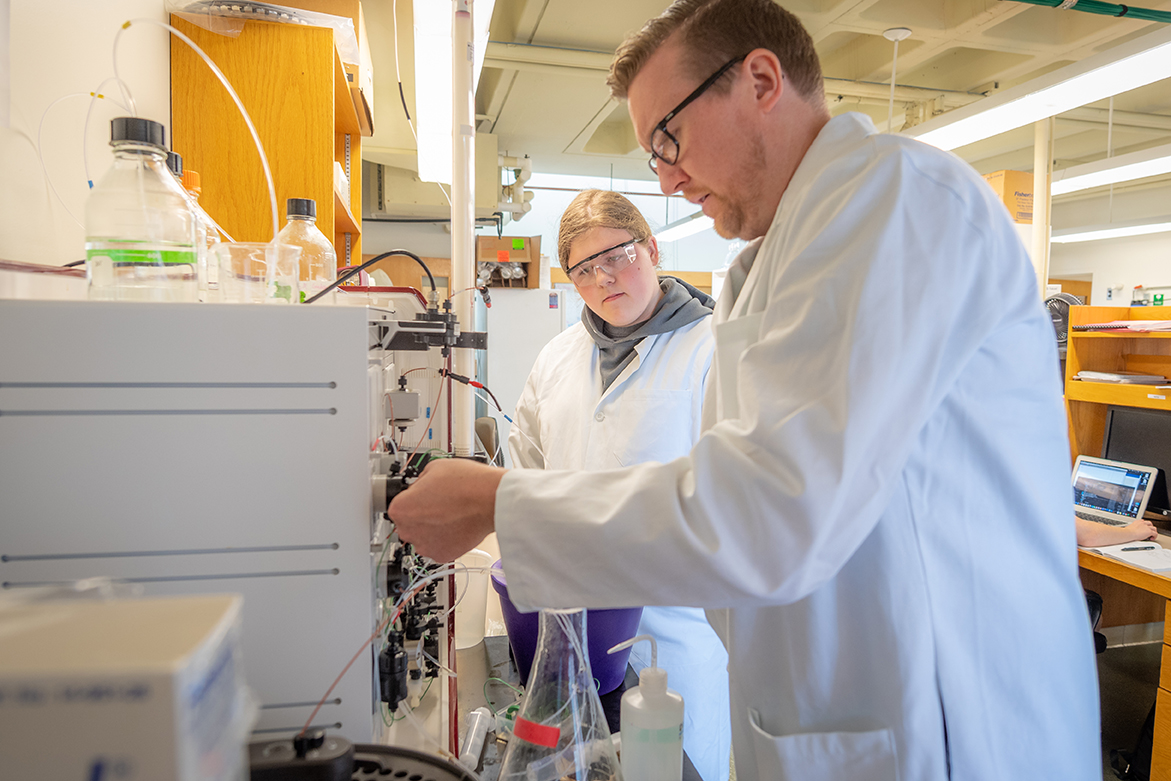 Worcester Tech student Peter Chelstowski works with Professor Don Spratt in the lab