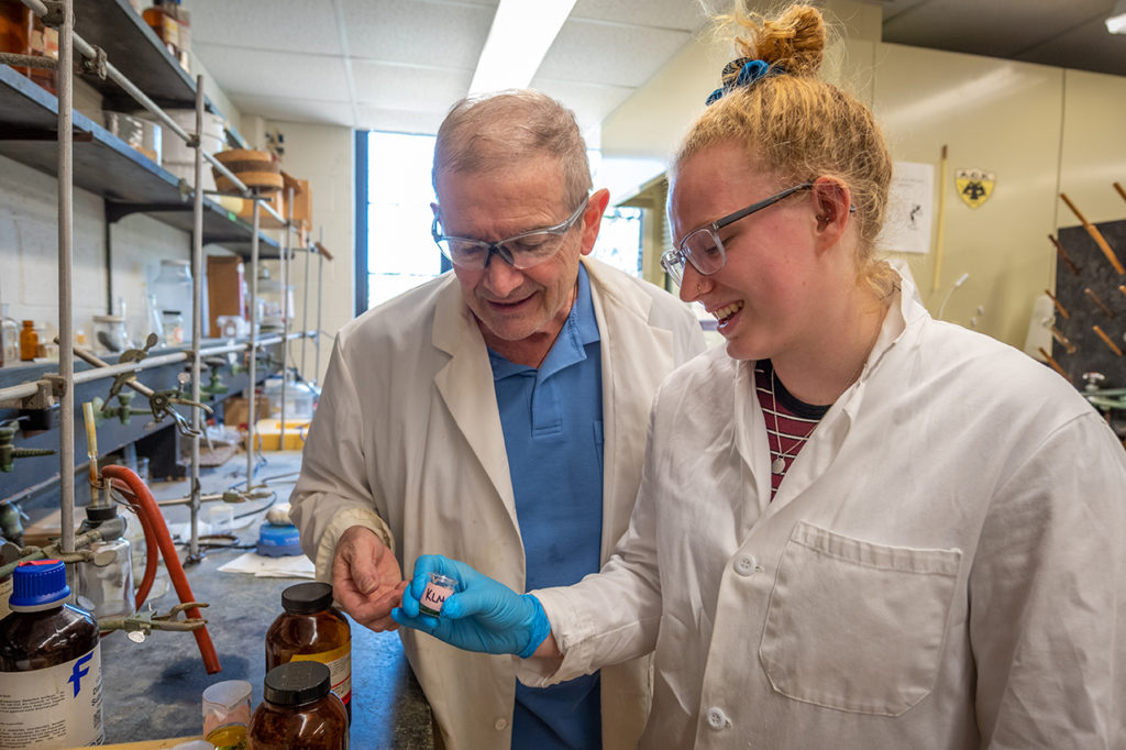 Katie Meehan '19 and Professor Mark Turnbull work in the chemistry lab