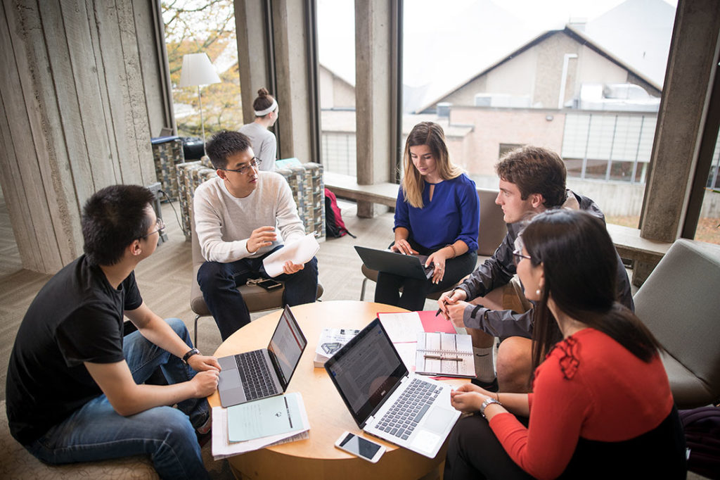 Pre-pandemic, Clark School of Management students collaborate on MBA projects